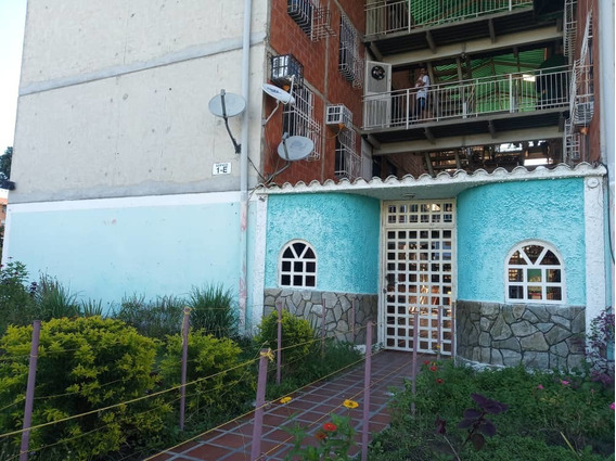 Apartamento / Madre María / Ovidio Gonzalez / 04243088926