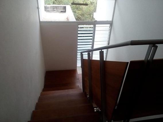 Casa De 2 Niveles En Cerro Alto