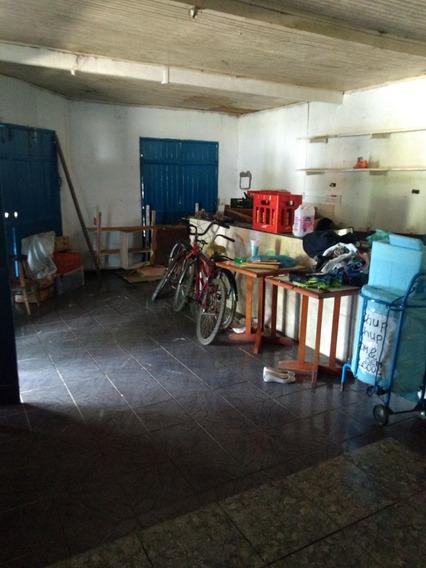 4 Quartos, Garagem Para 2 Carros, 3 Banheiros, 3 Cozinhas.