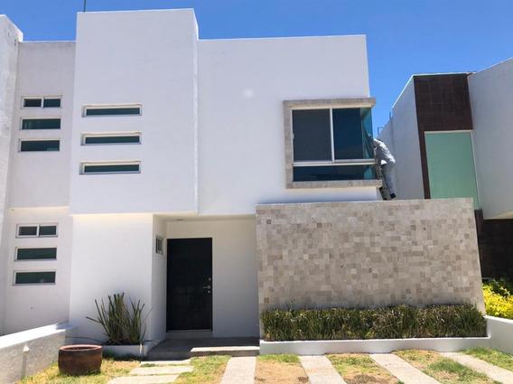 Casa En Renta En El Refugio Qro Calle 12,000.00