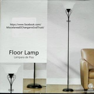Lámpara De Piso Con Diseño Colonial.