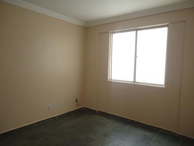 Apartamento Padrão Com 2 Quartos No Ed. Guapore - 995-l