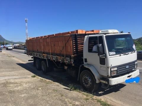 Caminhão Ford Cargo 2218