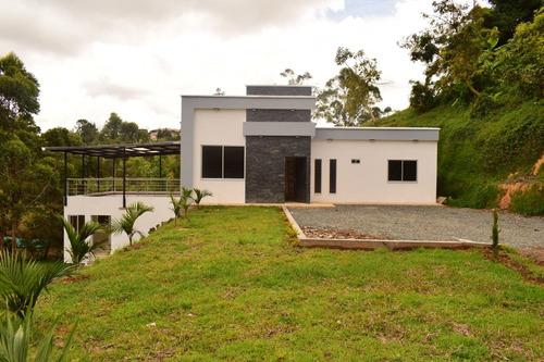 Hermosa Casa Moderna En San Vicente
