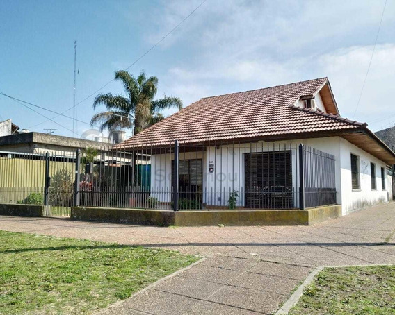 Venta Amplia E Impecable Casa 6 Ambientes En Turdera Con Cochera, Jardín Y Patio