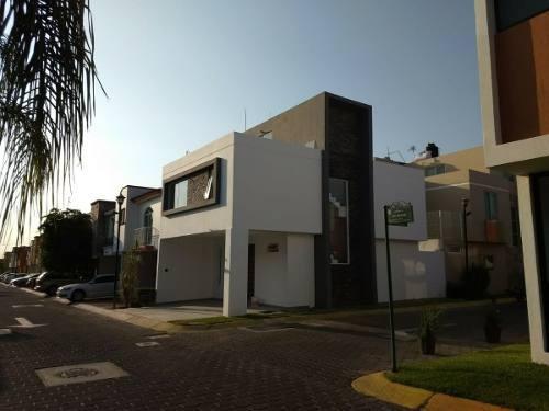 Hermosa Casa En Preventa En Fracc Valdepeñas