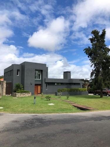 Casa En Venta De 4 Dormitorios En La Tahona
