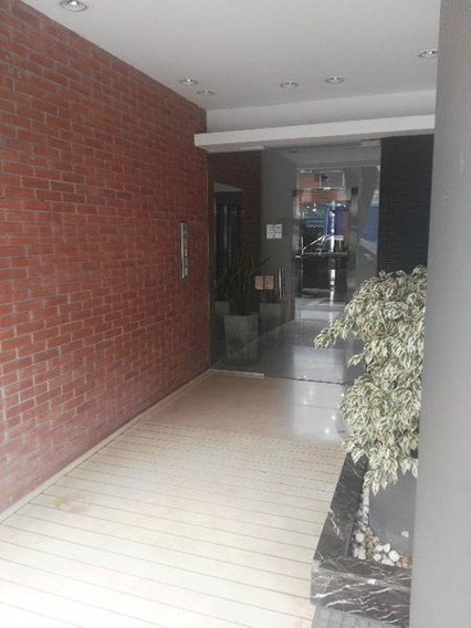 Departamento En Alquiler Monoambiente Con Placard Y Balcon Al Frente