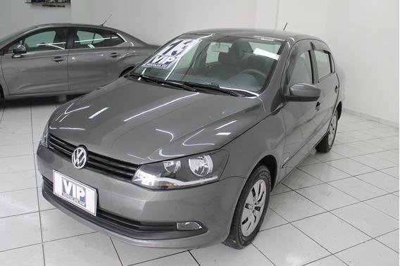 Volkswagen Voyage 2013.