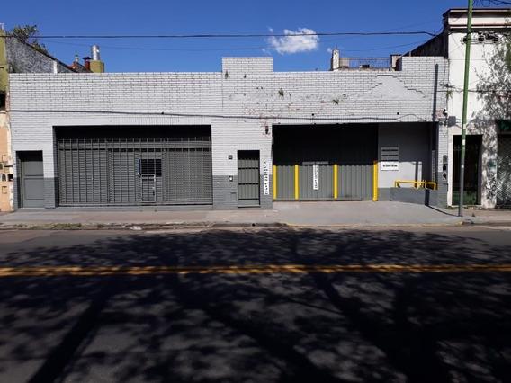 Depósito En Alquiler Ubicado En El Barrio Flores Caba.