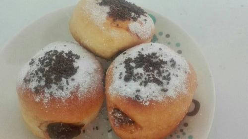 Imagen 1 de 3 de Donas Rellenas Con Arequipe Y Chocolate