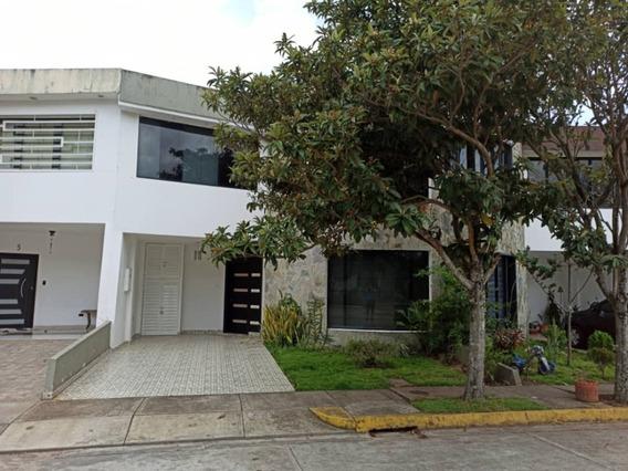 Se Vende Casa En La Castellana Urb Anaru