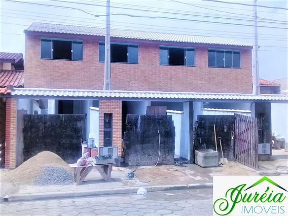 Casa Sobreposta Com 3 Dormitórios A 1000 Metros Da Praia.