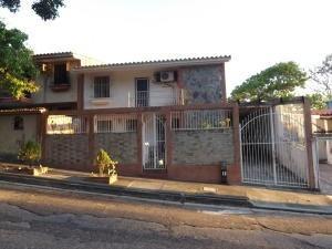 Casa En Venta Trigal Norte Valencia Carabobo 20-4341 Yala
