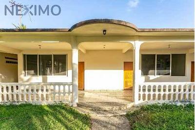 Residencia En Venta Llano Largo A Dos Cuadras Del Macrotunel