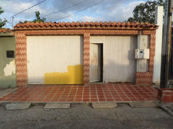 Casa En Venta Centro Cabudare 20-6127 Jcg