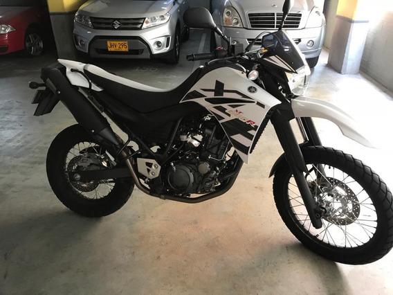 Yamaha Xt660r, Modelo 2019, Blanca, Solo 4.625 Km. Excelente
