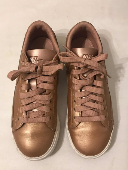Zapatillas Nike Mujer Nena Dorada Base Blanca Talle 35/36