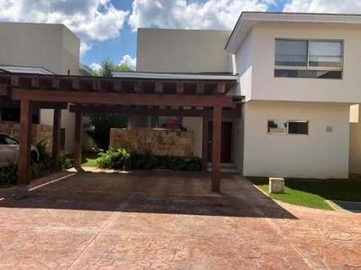 Residencia En Yucatán Country Club - Privada Serena