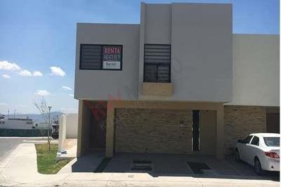 Hermosa Casa En Condominio En Renta