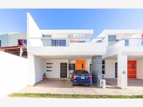 Casa Sola En Venta Santa Rita Coto Privado Con Seguridad Y Alberca