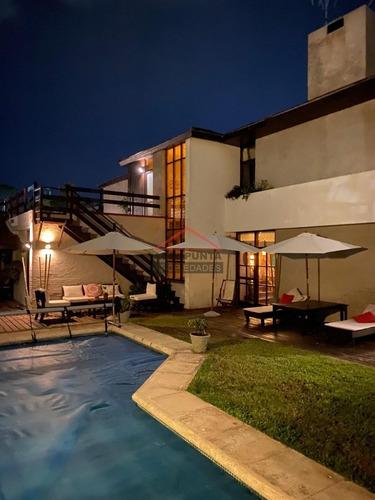 Casa En Mansa, 5 Dormitorios *- Ref: 3183