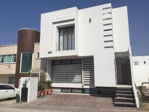 Casa Sola En Renta El Mirador (fraccionamiento)