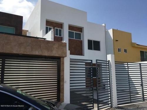 Casa En Renta En Milenio 3era Seccion # 19-1659 Jl