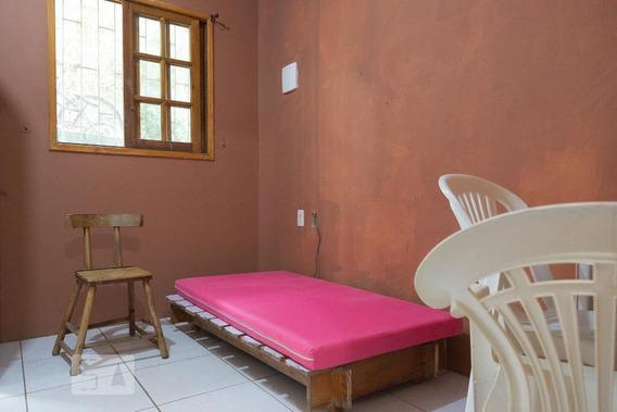 Apartamento No 1º Andar Mobiliado Com 1 Dormitório E 1 Garagem - Id: 892896684 - 196684