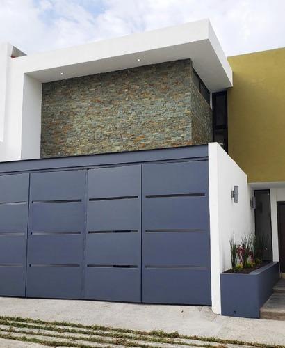 Casa En Venta En Villa Magna Con Pisos De Marmol