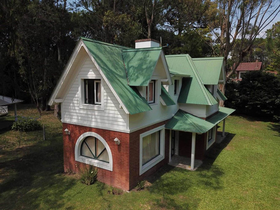 Casa 4 Ambientes, 3 Dormitorios , Dos Baños , Parrilla Parqu