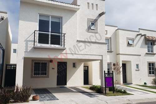 Vendo Casa Nueva En La Zona De Sonterra Con Alberca En La Privada, Excelente Construcción Y Diseño En Querétaro
