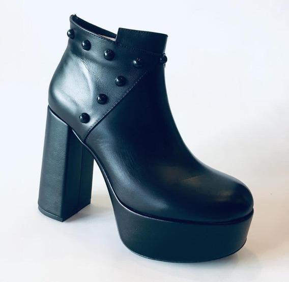 Plataforma En Cuero Color Negro Liviana Marca Carmella