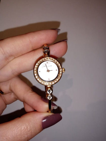Relógio Feminino Rosê Anne Klein Com Cristais Swarovski.
