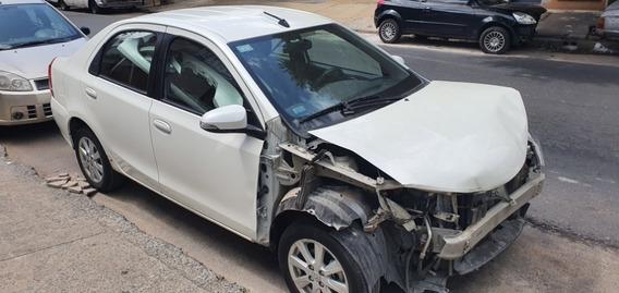 Toyota Etios Xls 1.5 6mt Año 2017 Chocado