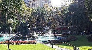 Pleno Centro De Montevideo Sobre Calle Principal