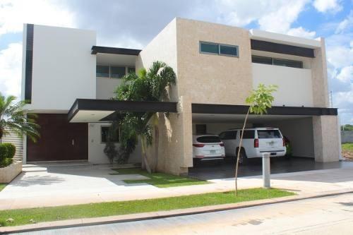 Residencia En Venta En Merida, Completamente De Lujo, Exclusiva Privada Dentro De La Ciudad