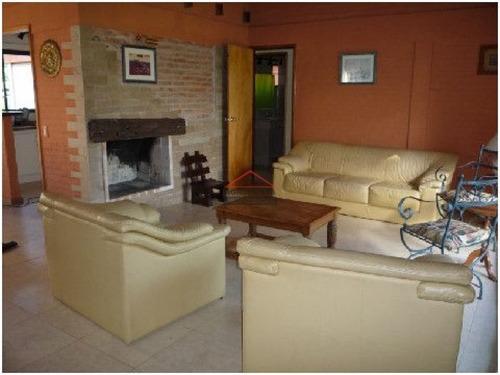 Casa En Mansa, 4 Dormitorios *- Ref: 3632