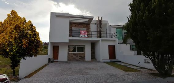 Preciosa Residencia En Real De Juriquilla, 4 Recamaras, 4.5 Baños, Doble Altura.