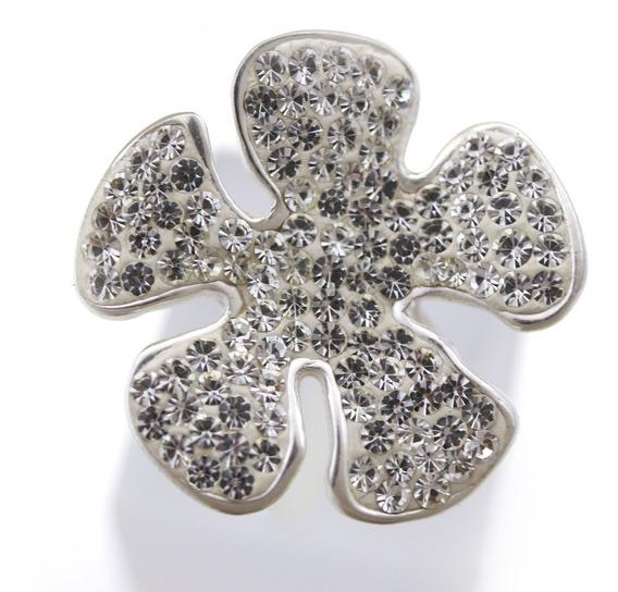 Anel Em Prata Imponente Formato Flor Pedras Brancas J7381