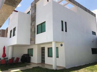 Casa Sola En Venta Residencia En Privadas La Hacienda(álamo)