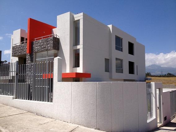Casa En Venta A Estrenar En El Valle De Los Chillos. Urb.