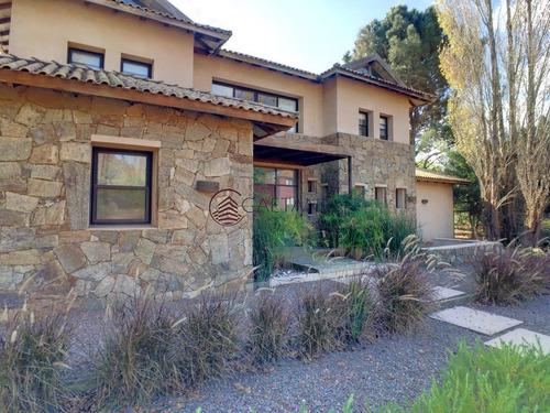 Moderna Y Amplia Casa En Barrio Privado-ref:1323