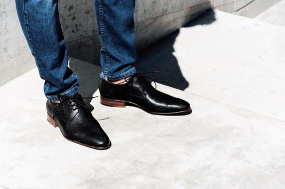 Zapato De Hombre Moda De Color Negro Todo En Cuero Grabado