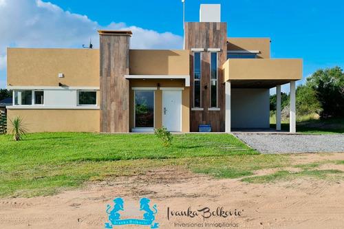 Costa Esmeralda Venta Casa Barrio Residencial 0100 Piscina