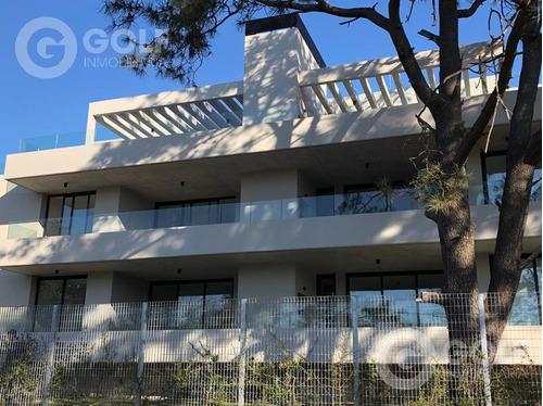 Apartamento Penthouse De 2 Dormitorios, Parrillero De Uso Exclusivo, Garaje, A Estrenar, Carrasco
