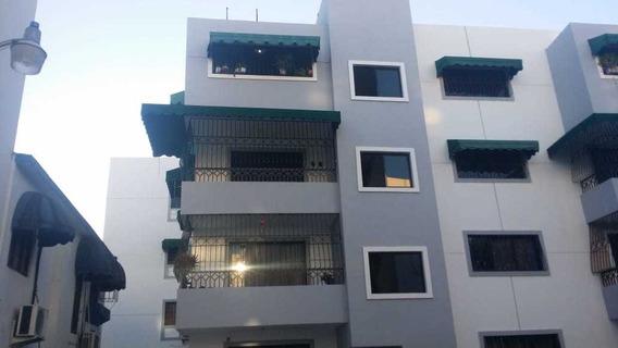 Apartamento De 2 Habitaciones Y Estudio En Gazcue 4to Piso