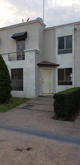 Casa De 3 Recamaras, 1 Estudio 2.5 Baños.