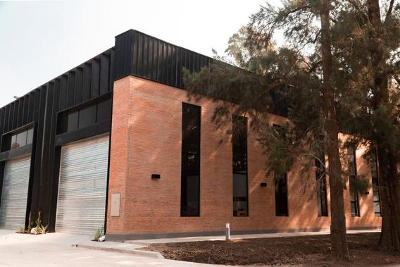 Nave Industrial + Oficinas 1.260 M² En Alquiler En Pilar