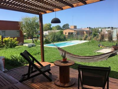Casa En Venta Ubicado En Manzanares Chico, Pilar Y Alrededores